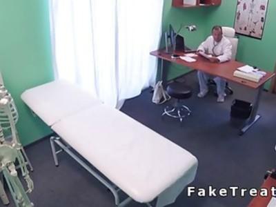 医生乱搞青少年患者,直到性高潮