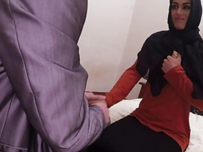 热阿拉伯宝贝吮吸和他妈的一个巨大的硬鸡巴