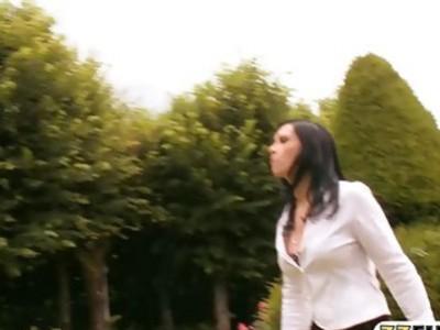 两个甜美的女人阴部和屁股性交由巨大的公鸡