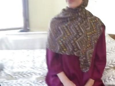 可爱的阿拉伯女孩在骑鸡巴时受到敏感的刺激