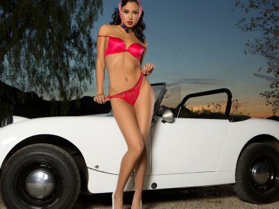 Sensual babe feeling retro for the cam