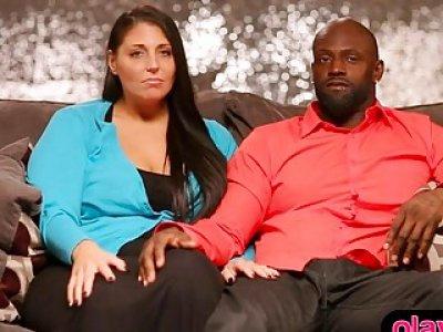 正常的业余夫妇有他们的第一次三人性爱