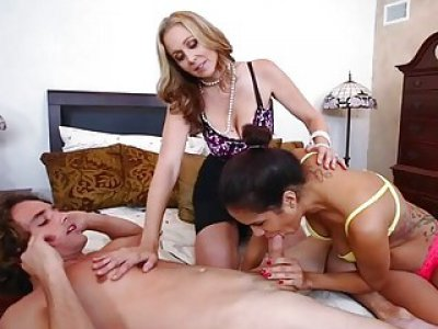 Wet cookies in a 3some