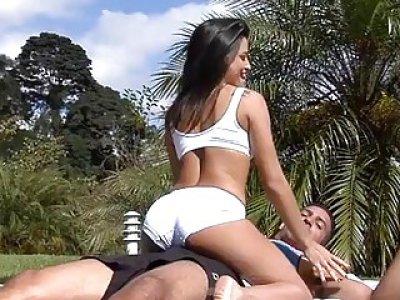 口交刺激和与来自巴西的荡妇性交