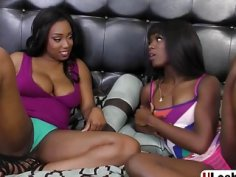 Curvy ebony lesbos licking cunts in sixty nine