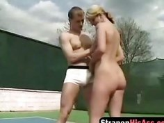 Horny blonde babe bangs kinky man's butt with a strapon on tennis court