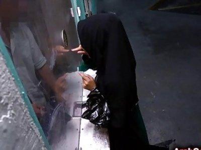 阿拉伯宝贝需要花费很长时间才能获得金钱