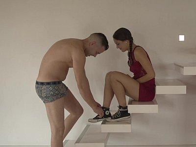 性在楼梯上
