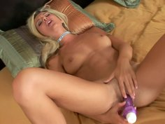 Heidi Brooks starts the day best with vibrator in the cunt