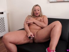 Curvy chick Beth shows her stuff and toys her twat