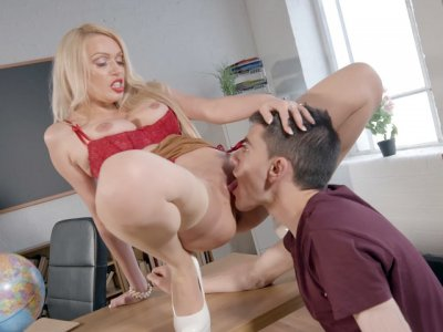 Busty Amber Jayne gets pussy licked on the desk