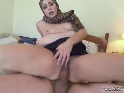 阿拉伯淋浴今天小鸡无法支付她在酒店住宿