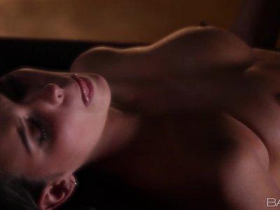 莎莉查尔斯得到浪漫和阴部舔