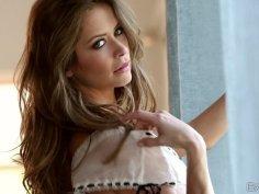 Super gorgeous babe Emily Addison masturbates