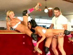 Hot chicks Brooke Belle and Lorena Sanchez suck cock