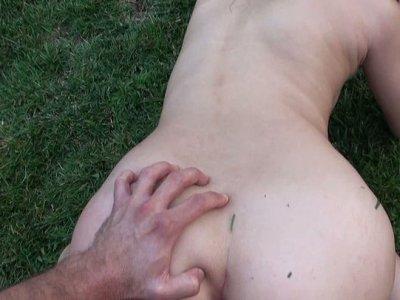 在POV录影的性感的弯曲的小山雀深色的亚洲人Regan性交doggystyle。