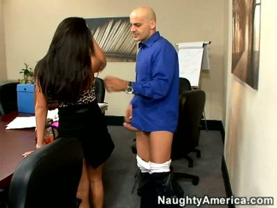 Gorgeous secretary Jenaveve Jolie gives blowjob