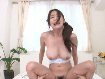 POV视频的胖乎乎的黑发Akari Asagiri骑公鸡