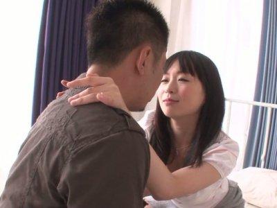 业余妓女Nozomi Hazuki被舔舔醒来