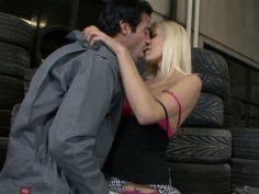 Kacey Villainess seduces mechanic