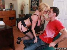 Bombshell blonde Taylor Wane presents hot striptease show