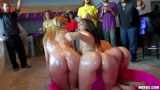 Oil covered naked chicks Daisy Woods, Alexis Rodriguez, Maggie Roze have a party