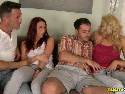 Swinger俱乐部的热情和诱人的狂欢