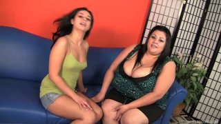 Slutty Rosalie Ruiz & Reyna Cruz wanna decide who's the best wanker