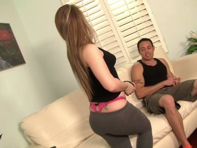 Cute voracious blowlerina Madison Chandler sucks Romeo Price's cock