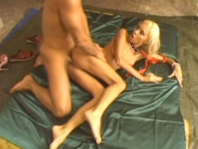 Nikky Blond gets her pussy dildo fucked