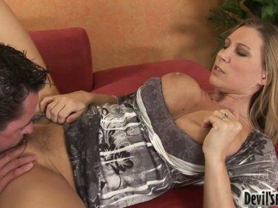 Hypnotizing blonde sex bomb Devon Lee gets her trimmed pussy eaten