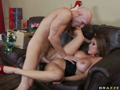 Chinese hoe Kianna Dior gets polished properly and banged hard in a missionary position