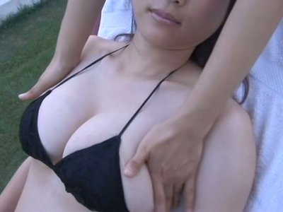 Touchy Asian sweetheart Mami Nagaoka receives hot massage