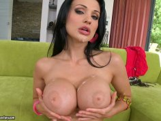 Magnificent brunette porn star Aletta Ocean gives double blowjob