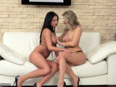 Victoria Blaze smooching her girlfriend  and licking her pussy