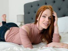 Damn her booty shape like a peach bruh