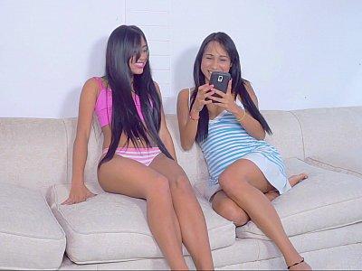 Amateur girlfriends touch & tease