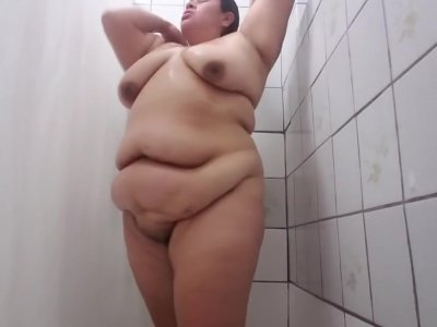 Fat latina chick showers