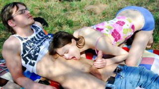 Nerdy dude enjoys fucking his teen GF raw outdoors Thumbnail