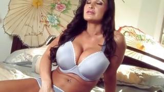 Massive Tits MILF Lisa Ann
