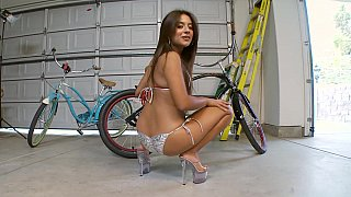 Humping teen babe in a garage Thumbnail